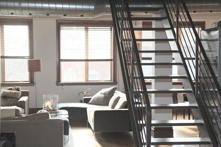Dlaczego warto korzystać z usług biur nieruchomości?